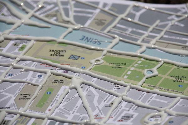 """Стол  """"Копенгаген """" За основу была взята схема рельсового транспорта города Копенгаген (метро и пригородные поезда)."""